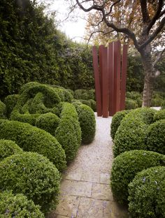 À Los Angeles, l'antiquaire et designer Richard Shapiro a créé ex-nihilo un jardin foisonnant. Un lieu magique à l'abri de l'agitation du XXIe siècle © Tim Street Porter