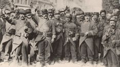 WW1: French sodliers sing the national anthem upon the war declaration. Most of these enthusiastic fighters would be KIA in the following months.
