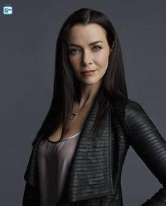 "The Vampire Diaries S7 Annie Wersching as ""Lily Salvatore"""