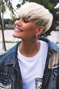 18 Flirty And Chic Ideas Of Wearing Short Hair With Bangs Today – frisuren kurze haare Short Haircuts With Bangs, Pixie Cut With Bangs, Curly Hair With Bangs, Short Hairstyles For Thick Hair, Round Face Haircuts, Girl Short Hair, Hairstyles With Bangs, Short Hair Cuts, Curly Hair Styles
