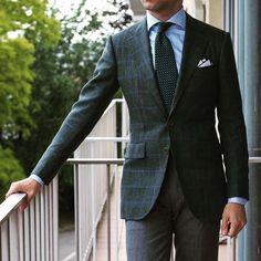 paulluxsartoriaTime to get this beast sport coat back in business - #wiwt #lookbook #apparel #mnswr #menswear #igfashion #guyswithstyle #mensfashionpost #fashion #mensfashion #gentleman #gentlemen #gentlemanstyle #ootdmen #lookoftheday #ootd #bespoke #picoftheday #amazing #bestoftheday #igdaily #beautiful #style #gent #rincondecaballeros