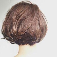 Pin by Roxana Wichman on short hair in 2019 Medium Bob Hairstyles, Short Bob Hairstyles, Cool Hairstyles, Love Hair, Great Hair, Medium Hair Styles, Curly Hair Styles, Zoella Hair, Shot Hair Styles