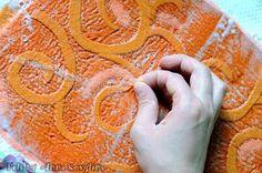 préfeutre plus organza Felt Diy, Felt Crafts, Fabric Crafts, Nuno Felting, Needle Felting, Textile Manipulation, Wool Art, Fabric Yarn, Felting Tutorials