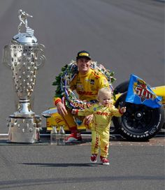 Ryan Hunter-Reay Wins the 98th Indianapolis 500