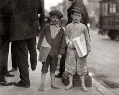 U.S. Nine-year-old newsie and his 7-year-old brother 'Red.' Tough specimen of Los Angeles newsboys,May 1915.  // Photo by Lewis Wickes Hine.