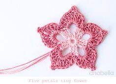 Five petals tiny flower, free pattern