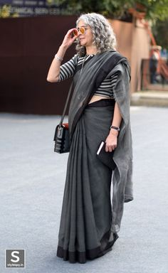 Street-style photographers in India feel there's a renewed focus on their art, but their journey is not devoid of challenges. Formal Saree, Casual Saree, Saris, Indian Dresses, Indian Outfits, Pakistani Outfits, Stylish Sarees, Trendy Sarees, Simple Sarees