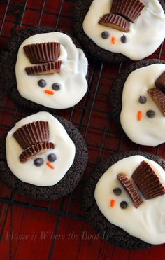 Melted Snowmen Cookies | homeiswheretheboatis.net #Christmas