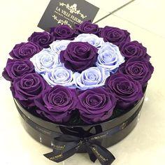 Rose Arrangements, Beautiful Flower Arrangements, Flower Box Gift, Flower Boxes, Beautiful Roses, Beautiful Flowers, Pretty Roses, Bouquet Box, Candy Flowers