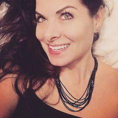 Always elegant Debra Messing wearing a gorgeous black diamond necklace by one of my featured designers Janna Noelle #jannanoellecollection #holiday2016  . . . . . . . . #blackfriday2016 #stayhome #jewelrydesign #diamondnecklace #layeredjewels #actorslife #sopra #ca #nyc #vt #argentolaraine #oneofakind #beauty #grace #talents #sparkle #originaldesigns #casualelegance #argentolarainefinejewelry