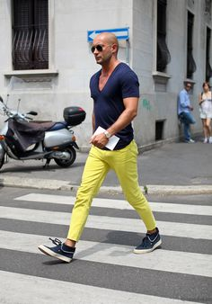 the key to this yellow chinos working is the darker colors to balance it out!