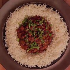 Classic Rajma Chawal in traditional desi style. Classic Rajma Chawal in traditional desi style. Chaat Recipe, Biryani Recipe, Spicy Recipes, Vegetarian Recipes, Cooking Recipes, Healthy Recipes, Paratha Recipes, Paneer Recipes, Gastronomia