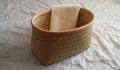 いいね!523件、コメント8件 ― hashimoto akikoさん(@suzutake_a.h)のInstagramアカウント: 「毎年作る 雑誌を入れるためのかご。 今年は、持ち手なしのシンプルな形です。  皆さま、ステキな一日を!  #すず竹#スズ竹#かご #handmade#craft#basketry」