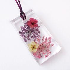 Pendentif Flora rectangle en résine fleurie