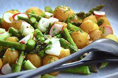 Grillsalat med kartofler, grønne asparges og forårsløg via @madensverden