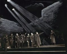 Orson Welles' Julius - Orson Welles' Julius Caesar 1937 - The conspirators saluting Caesar | The Shakespeare Standard --- #Theaterkompass #Theater #Theatre #Schauspiel #Tanztheater #Ballett #Oper #Musiktheater #Bühnenbau #Bühnenbild #Scénographie #Bühne #Stage #Set