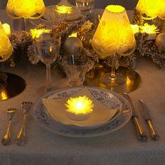 Décoration et lumière pour une table de Noël Bougie Led, Deco Table Noel, Christmas Is Coming, Decoration Table, Christmas Tabletop, Tutorials