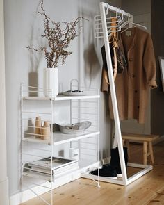 Good Morning and happy Friday ✨🌿 . Today I show you our entrance area. I'll hang a great mirror over the string shelf . String Regal, String Shelf, Hallway Inspiration, Hallway Storage, Modern Fireplace, Coat Hanger, Minimalist Home, Wardrobe Rack, Shelving