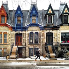 Victorian style homes of Montreal's Saint-Louis Square, Canada. Montreal Ville, Montreal Quebec, Quebec City, Beautiful Architecture, Beautiful Buildings, Beautiful Places, Alberta Canada, Montreal Architecture, Victorian Style Homes