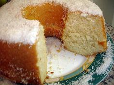 La meilleure recette de Bolo Humido de Coco (Gâteau Coco Moelleux)! L'essayer, c'est l'adopter! 4.9/5 (12 votes), 23 Commentaires. Ingrédients: (Prendre la même tasse pour la mesure des ingrédients) 1 tasse et demi de sucre 4oeufs 1/2 (une demi tasse) d'huile 125 g de noix de coco râpée 2 tasses de farine un demi sachet de poudre à lever 1 tasse d'eau chaude un peu plus de la moitié d'une tasse de lait chaud