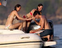 Mika with Ida Falk-Winland and his sister Yasmine on vacation in Corsica