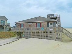 Flying Free Nags Head (North Carolina) Flying Free offers accommodation in Whalebone, 12 km from Nags Head and 38 km from Duck. The unit is 26 km from Kitty Hawk.  The kitchen is equipped with an oven and a microwave and there is a private bathroom. A TV is available.