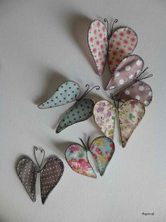 Pretty butterflies for the sewing room wall. Wire Crafts, Diy And Crafts, Arts And Crafts, Paper Crafts, Sculptures Sur Fil, Wire Wall Art, Wire Art Sculpture, Art Fil, Creation Deco