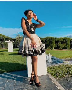LOVELY XHOSA DRESSES not only are beautiful but believed to boost a ladies confidence an event, IT can make a lady feel glamorous African Fashion Traditional, African Traditional Wedding, Traditional Outfits, Traditional Styles, Xhosa Attire, African Print Shirt, Shweshwe Dresses, Africa Fashion, Elegant Woman