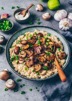 Creamy Mushrooms, Stuffed Mushrooms, Stuffed Peppers, Risoto Vegan, Greek Recipes, Vegan Recipes, Vegan Food, Risotto Cremeux, Greek Diet