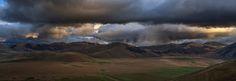 Gust of clouds Castelluccio di Norcia | Italy © Andrea Buonocore