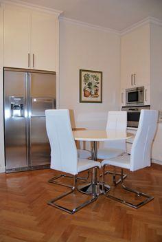 Signorile Appartamento, vista lago, 4 posti letto, disponibile per brevi soggiorni.