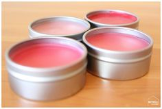 How to Make Lip Gloss (Better Than Burt's Bees) How to make lip gloss the cheap and easy (and all-natural) way! You will never go back after using this diy lip gloss recipe that's only 4 ingredients! Lip Gloss Homemade, Diy Lip Gloss, Homemade Moisturizer, Face Scrub Homemade, Homemade Beauty, Diy Beauty, Beauty Tips, Beauty Hacks, Diy Spring