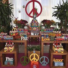 Festa Paz&Amor super charmosa, adoro esse tema para crianças mais velhas ou adolescentes! Por @fabianacoelhosucraria ☮☮ #kikidsparty