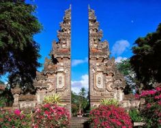 Bali, Indonesia - Travel Guide and Travel Info ~ Tourist Destinations Best Tourist Destinations, Places To Travel, Places To See, Honeymoon Destinations, Beautiful Places In The World, Places Around The World, Around The Worlds, Amazing Places, Art Center Bali
