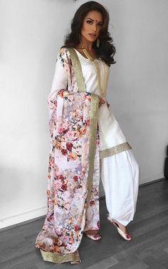 Punjabi - Fashion Show Indian Suits Punjabi, Punjabi Salwar Suits, Indian Attire, Indian Wear, Salwar Kameez, Punjabi Wedding Suit, Indian Lengha, Punjabi Dress, Patiala Salwar