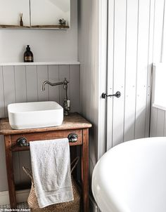 First-time buyer turned a tiny bedroom into a spacious bathroom Budget Bathroom, Bathroom Interior, Family Bathroom, Bathroom Remodeling, Bathroom Ideas, Bad Inspiration, Bathroom Inspiration, Shower Enclosure, White Bathroom