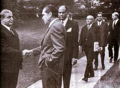 Nixon meets Yahya Khan and his team