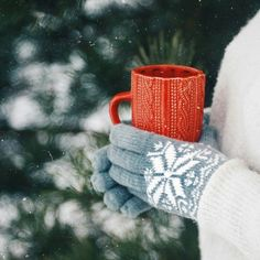 hot coffee or tea in the snow! Swedish Christmas, A Christmas Story, Christmas Baby, Winter Christmas, Merry Christmas, Winter Images, Winter Pictures, Hygge Christmas, Snow Photography