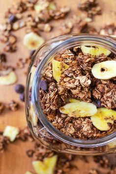 banana nutella granola. to-do! this site has so many mouth-watering (looking) recipes. need to come back to explore...