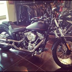 Harley-Davidson DarkCustom Blackline