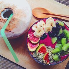 favorite breakfast, acai bowl and a young coconut! i can tell you it was soo good! what is your favorite breakfast? #Padgram