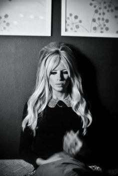 15 So-Pretty Hairstyles for Long Hair Women's hairstyles / long blonde hair / Brigitte Bardot hair / platinum hair / bangs Vintage Hairstyles, Hairstyles With Bangs, Pretty Hairstyles, Long Haircuts, Celebrity Hairstyles, Wedding Hairstyles, Bouffant Hairstyles, Hairstyles 2016, Homecoming Hairstyles