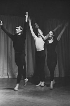 Yvonne Rainer, Diagonal (no. 8) from Terrain (1962–65), Judson Memorial Church, New York, April 1963, Left to right: Steve Paxton, William Davis, Judith Dunn, Photo: Al Giese Contemporary Dance Moves, Yvonne Rainer, Theater, It Works, Take That, Memories, York, Concert, People