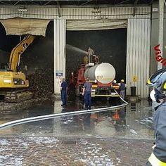 Roma fiamme in un capannone di rifiuti in via di Malagrotta #lavoratori #salari #tasse #roma #stipendo #INPS