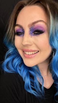 Mermaid Makeup Looks, Mermaid Makeup Tutorial, Dark Makeup Looks, Glitter Makeup Looks, Purple Eye Makeup, Edgy Makeup, Eye Makeup Art, Festival Eye Makeup, Festival Makeup Glitter