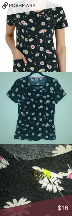 Daisy Print Scrub Top! In excellent condition!! So adorable! ➡Has 3-pockets! Grey & black background with daisies! Gold colored, heart shaped buttons on top! Brand is Heartsoul! I love it! It is so comfy! 95% Polyester  5% Spandex  ❌➡Please No Low Balling Me⬅❌ Firm On Price  PLEASE HELP ME WITH MY COLLEGE TUITION!!!! HeartSoul Tops Tees - Short Sleeve