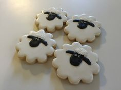 Shaun the Sheep Cookies Cute Cookies, Easter Cookies, Fondant Cookies, Sugar Cookies, Sheep Fondant, Shaun The Sheep Cake, Combined Birthday Parties, Eid Cake, Timmy Time