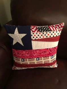 Patriotic quilted pillow with appliqué star. Americana Crafts, Patriotic Crafts, July Crafts, Fourth Of July Decor, 4th Of July Decorations, July 4th, Flag Quilt, Patriotic Quilts, Texas Quilt