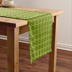 Five shaped Green pattern Short Table Runner