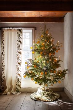 white christmas tree Dried orange garland on a Christmas tree. Floral designer Michael Putnam reimagined holiday dcor with fresh blooms and artful twists on traditional topiaries, garlands, and wreaths within this New York farmhouse - Veranda. Pretty Christmas Trees, Mini Christmas Tree, Holiday Tree, Christmas Tree Decorations, Holiday Decor, Christmas Mantles, Christmas Villages, Christmas Christmas, Christmas Ornaments